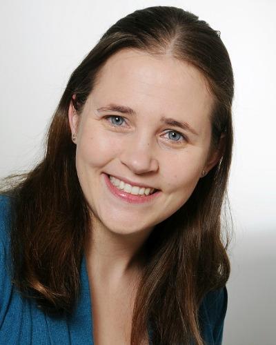 Jessica Schewel, Englisch, Deutsch, Französisch