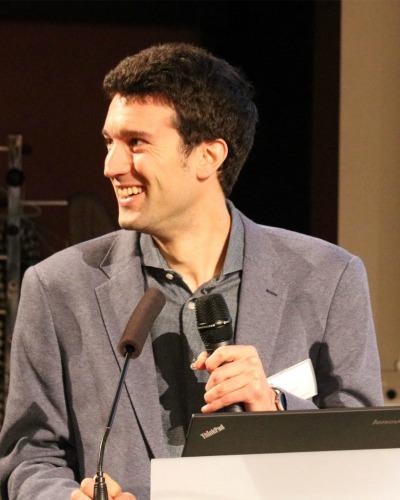 Jonathan Velsch, Französisch, Deutsch, Englisch, Spanisch