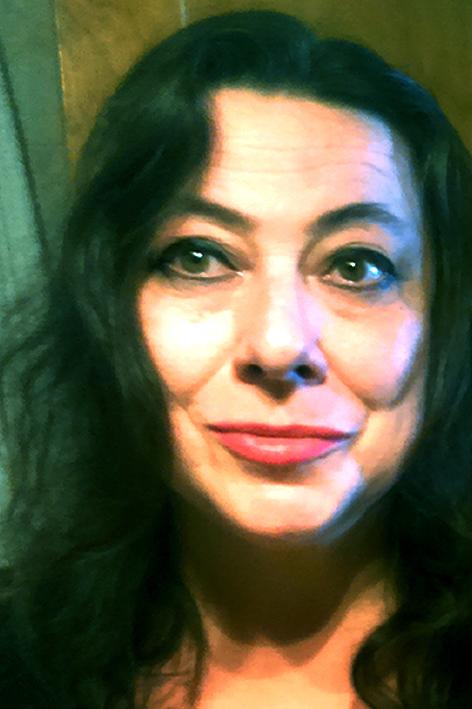 Irene Anton, Deutsch, Spanisch, Englisch, Niederländisch